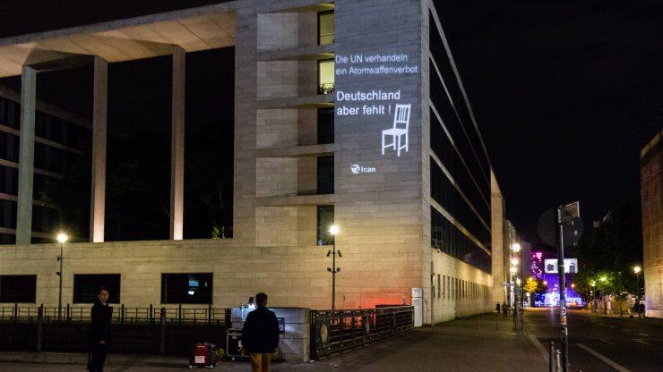Lichtprojektion auf dem Auswärtigen Amt. © ICAN