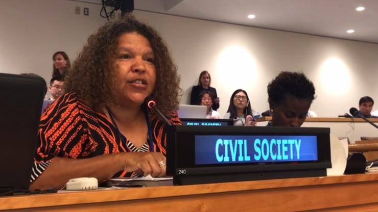 Karina Lester, Aborigine, redet bei den UN-Verhandlungen zum Atomwaffenverbot.